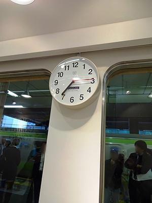 店内に設置されている時計はサウナ用で数字が「分」表示なので、出来上がり時間が見やすい