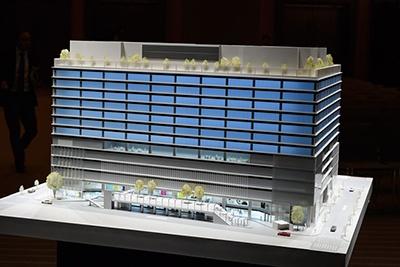 基本設計と外観のデザインは谷口吉生氏(谷口建築設計研究所)が担当。ファサードは、「ひさし」と「のれん」をイメージしたという
