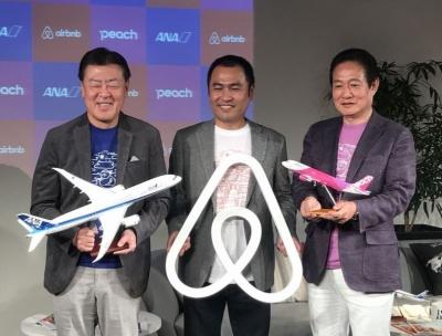 記者発表会では全日本空輸(ANA)とAirbnbの提携も発表された。左から発表会に登壇したANAの志岐隆史代表取締役副社長、Airbnb Japanの田邉泰之代表取締役、ピーチ・アビエーションの井上慎一代表取締役CEO