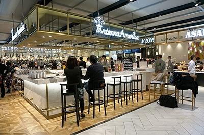 「食べる」ゾーン入り口にはクラフトビールを専門に手掛ける「ナガノトレーディング」がプロデュースするクラフトビアバー「アンテナアメリカ」(SC初出店)