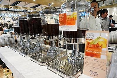 「アンテナアメリカ」のカウンターに日中だけ併設されている、サンフランシスコ生まれの紅茶専門店「マイティーリーフ」。「クラッシックブラック」は1杯400円