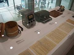 1940年代としては、最初の失敗作(!?)という電気炊飯器や大人気となった電気ざぶとん、創業者のひとりである井深大氏が起草したという東京通信工業の設立趣意書などが展示されている