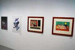 AIBOの関連アイテムとしては、有名アーティストによる絵画も展示されている。AIBOがいかに注目されていた製品であるかが分かる