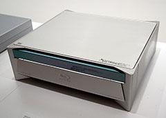 2000年代でひとつのポイントとなるのがBlu-rayディスクの登場。「BDZ-S77」はソニーが世界で初めて製造したBDレコーダーだ
