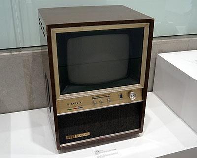 ソニー初のカラーテレビとなる1965年製のクロマトロンカラーテレビ「19C-70」。コストや故障の多さといった問題から量産はされなかったそうだ