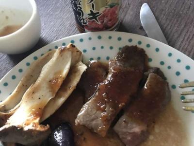 キッコーマン ステーキしょうゆ トリュフ&ポルチーニ風味は予想以上にトリュフの風味が強く、ただの焼き肉が高級感のある味わいになった。肉なしでキノコ炒めに加えただけでもおいしかった