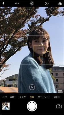 写真の傾きには「グリッド線」を利用しよう。明るく写真を撮りたい場合は、「露出コントロール」を使用すれば、露出を上げることができる