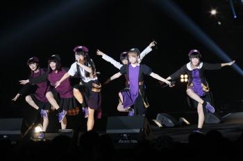 パンクスタイルで急成長中の「BiSH」(上)とロックファンから話題の「大阪☆春夏秋冬」(下)。いずれも@JAM EXPO 2016のステージ