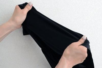 薄手で伸び縮みのよい生地を採用。体の動きにぴったりフィットする(画像提供:HEAVEN Japan)