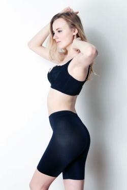 楽な着け心地とキレイに見せる工夫を両立し、毎日履けるガードルを目指した「尻まる子ちゃん」。2017年5月にブラックを発売し、9月には新色のベージュも投入した。実売価格は3300円前後(画像提供:HEAVEN Japan)