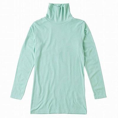 「トップバリュ ピースフィット 女児 綿混保温 タートルネック長袖」(780円)。綿60%、アクリル25%、ナイロン10%、ポリウレタン5%。背中が出ないよう、丈が長めになっている