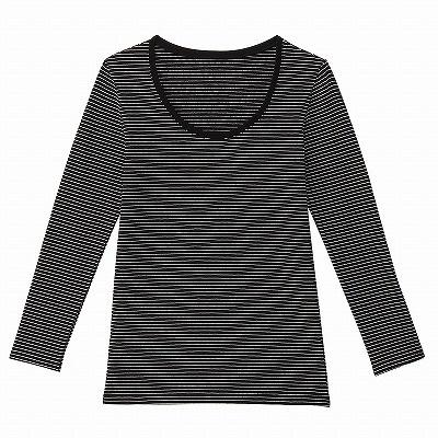 「コットンウールストレッチあったかUネック九分袖シャツ 婦人・黒×ボーダー」(1834円)。綿84%、ウール10%、ポリウレタン6%。綿の柔らかさとウールの保温性を生かしたという