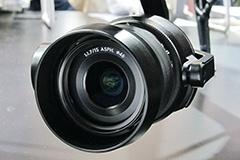 2080万画素の4/3型センサーを搭載するジンバル搭載カメラ「Zenmuse X5S」。標準で付属するDJI製の15mm/F1.7レンズのほかに、多くのレンズが使える