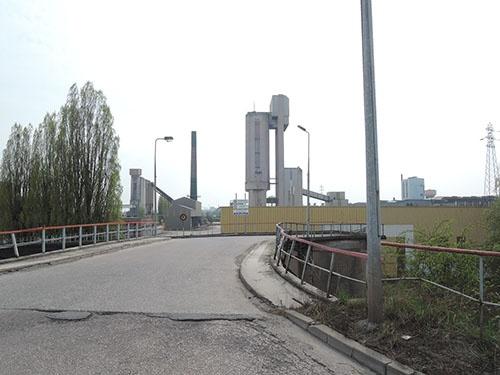 稼働を停止した製鉄所の生産設備