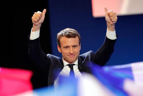 世界が注目した仏大統領選第1回投票は、マクロン候補が得票率で首位となる見込み。2位のルペン候補との間で決選投票が実施される可能性が高まった(写真:AP/アフロ)