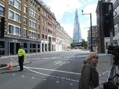 6月3日に起きたテロ事件の現場付近の様子。立入禁止のテープが広範囲に貼られている