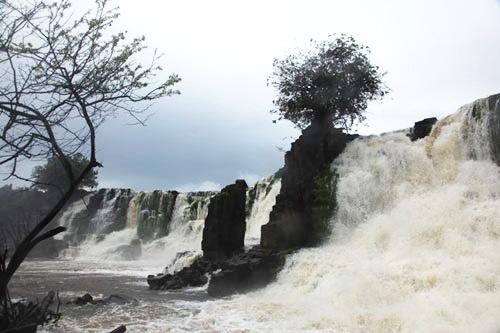 行く手には23の滝が待ち構えていた  (c)Eduard MAKINO