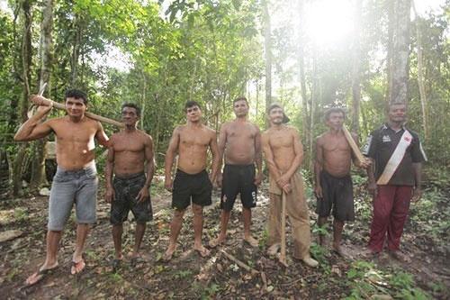 アマゾンの奥地に、金に憑りつかれた男たちの「王国」があった…… (c)Eduard MAKINO
