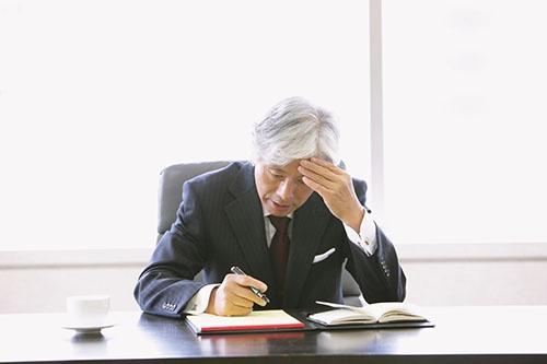 認知症はいつ、誰がなってもおかしくない。高齢化社会に突入した日本では、認知症と共生していく知恵が求められている(写真:アフロ)