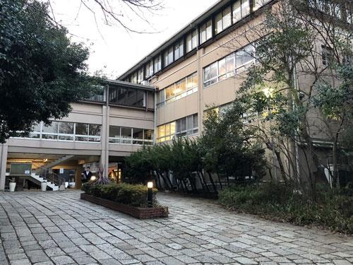 都内に立地しながら自然豊かな環境が特徴の武蔵高校