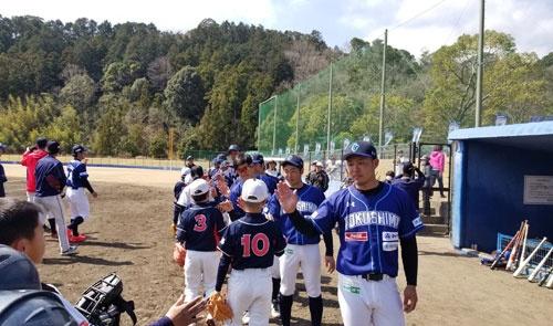 未来の地元選手育成へ、子どもたちの野球教室も開催