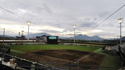 2015年竣工のレクザムボールパーク丸亀(丸亀市民球場)