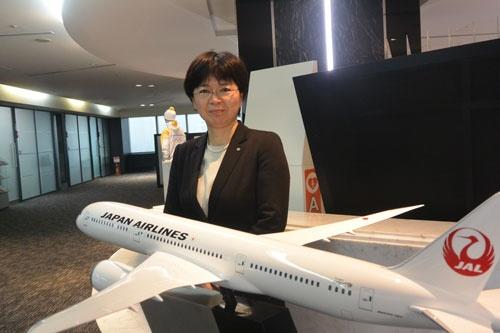 日本航空の堀尾裕子さん。子育て中だが「海外転勤と言われたら行きます。できる方法を考えます」