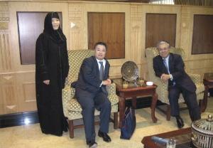 社長秘書として古賀社長(当時)に随行し、中東を訪問(左端)