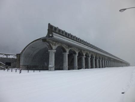 稚内港北防波堤ドーム。かつてはここから、樺太大泊港(現在のコルサコフ)まで、鉄道連絡船(稚泊航路)が運航されていた。現在は駅寄り(南側)の稚内港国際旅客ターミナルより、サハリン航路(稚内~コルサコフ間)が、6月~9月の不定期で運行されている