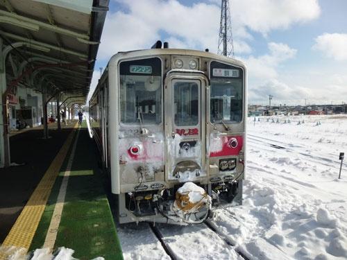 根室駅に停車中の釧路行 快速はなさき号