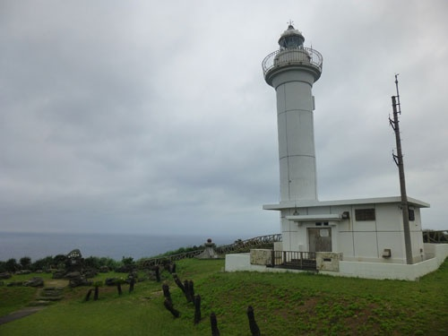 西埼灯台。灯台では「埼」の文字が使用されている