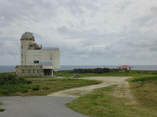 星空観測タワー<br/>集落より離れた場所に位置するため、夜間は各宿から有料送迎を利用する