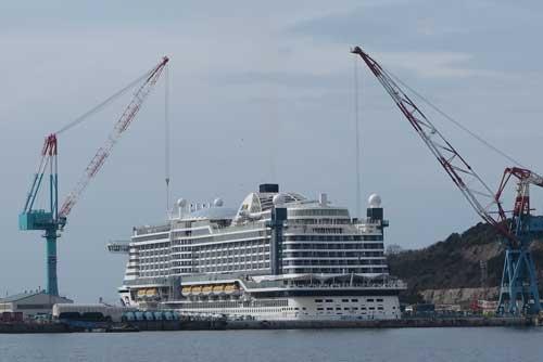 客船を建造している三菱重工の長崎造船所(写真は3月上旬に撮影した一番船)