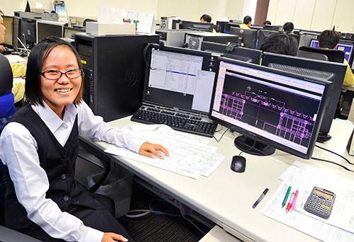 豊橋設計で働くミャンマー出身のミャッ・ミャッ・モーさん(撮影:早川 俊昭、以下同じ)