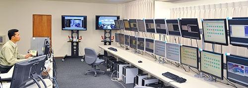 豊橋設計の本社には、ミャンマー現地法人を遠隔で管理する設備が用意されている