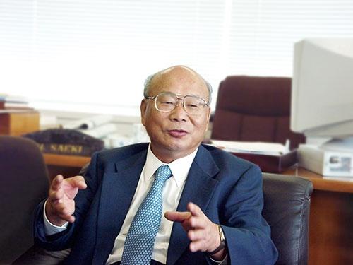 <b>佐伯弘文(さえき・ひろぶみ)氏</b><br/>1939年兵庫県生まれ。1962年に東京外国語大学英米科卒業し、日本ガイシに入社。1964年に神戸製鋼所入社。専務取締役 を経て2000年、神鋼電機(現シンフォニアテクノロジー) の社長に就任。会長を経て2009年から相談役。2011年に相談役を退任。