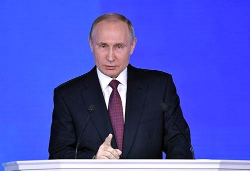 プーチン大統領は3月1日の年次教書演説で米国への対抗意識をむき出しにした(写真:ロイター/アフロ)