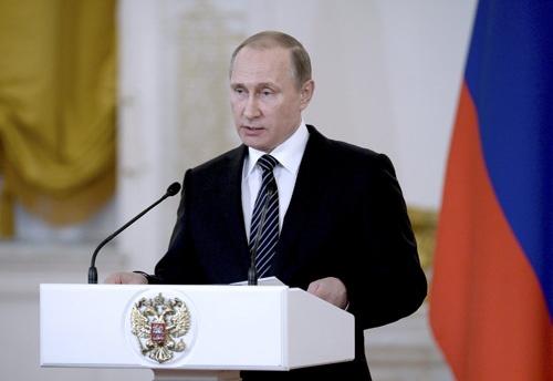 シリアに展開していたロシア軍部隊の撤退について演説するプーチン大統領(Sputnik/Kremlin/ロイター/アフロ)