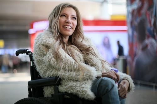 ウクライナへの入国を禁じられた、「車椅子の歌姫」ことユリヤ・サモイロワさん(写真=AP/アフロ)