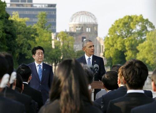 5月27日、被爆地の広島を訪れ、改めて核廃絶を訴えたオバマ米大統領(写真:代表撮影/AP/アフロ)