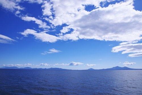 北海道から望む国後島(アフロ)