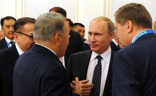 ウズベキスタンで開かれた上海協力機構の首脳会議に参加したロシアのプーチン大統領。この場で初めて、英国のEU離脱に関してコメントした。(写真:Russian Presidental Press and Information Office/Abaca/アフロ)
