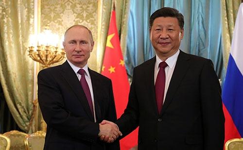 7月4日、プーチン大統領と習主席がロシアのモスクワで会談した(写真:代表撮影/Russian Look/アフロ)