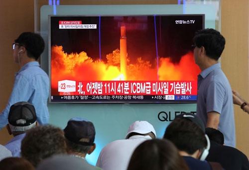 北朝鮮は7月29日、夜間にICBM(大陸間弾道ミサイル)を発射した(写真:AP/アフロ)