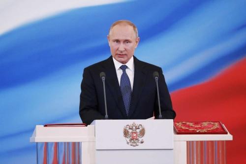 今年5月に4期目を始動したばかりだが、早くも人気に陰りがみえてきたプーチン大統領(写真:代表撮影/ロイター/アフロ)