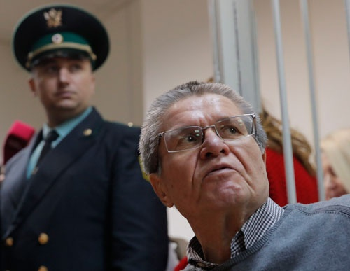 収賄罪で起訴されたロシアの前経済発展相・ウリュカエフ被告(写真:ロイター/アフロ)