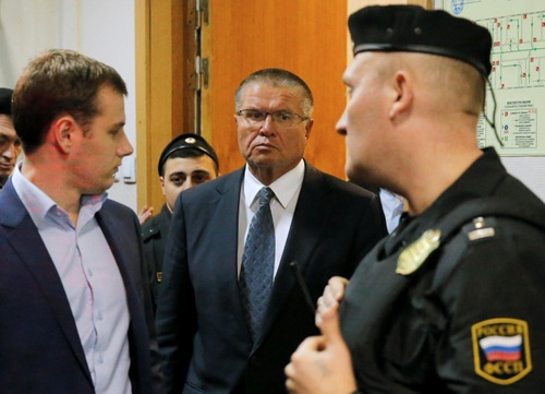 ロシア連邦捜査委員会は11月15日、ウリュカエフ経済発展相を収賄容疑で拘束したと発表した。(写真:ロイター/アフロ)