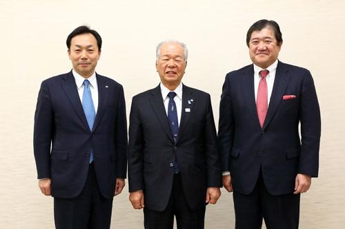 左からヤマトホールディングスの山内雅喜社長、大和ハウス工業の樋口武男会長/CEO、三井物産の安永竜夫社長