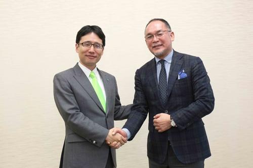 この日の対談はスノーピークの山井太社長(右)と行われた