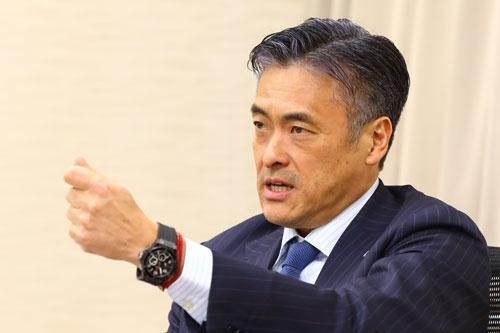 <b>玉塚元一(たまつか・げんいち)氏</b><br/>ハ-ツユナイテッドグループ社長 CEO(最高経営責任者)。1985年、旭硝子入社後、海外駐在を経て、日本IBMに転職。1998年ファーストリテイリングに入社し、2002年、同社社長に就任。2005年にリヴァンプ(企業再生事業)を設立し、2010年にローソン顧問に就任。同社社長を経て、2016年、同社会長に就任し、2017年5月に退任。経営は「体が資本」として、早朝のトレーニングを習慣とする。